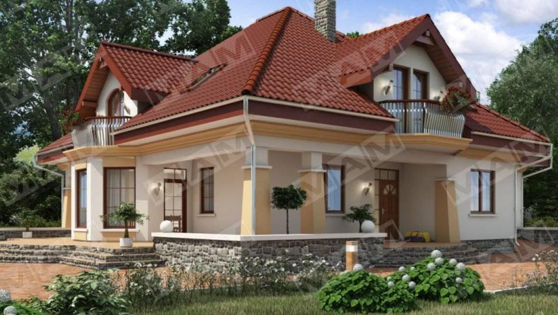 Красивый проект дома с мансардой и уютной террасой